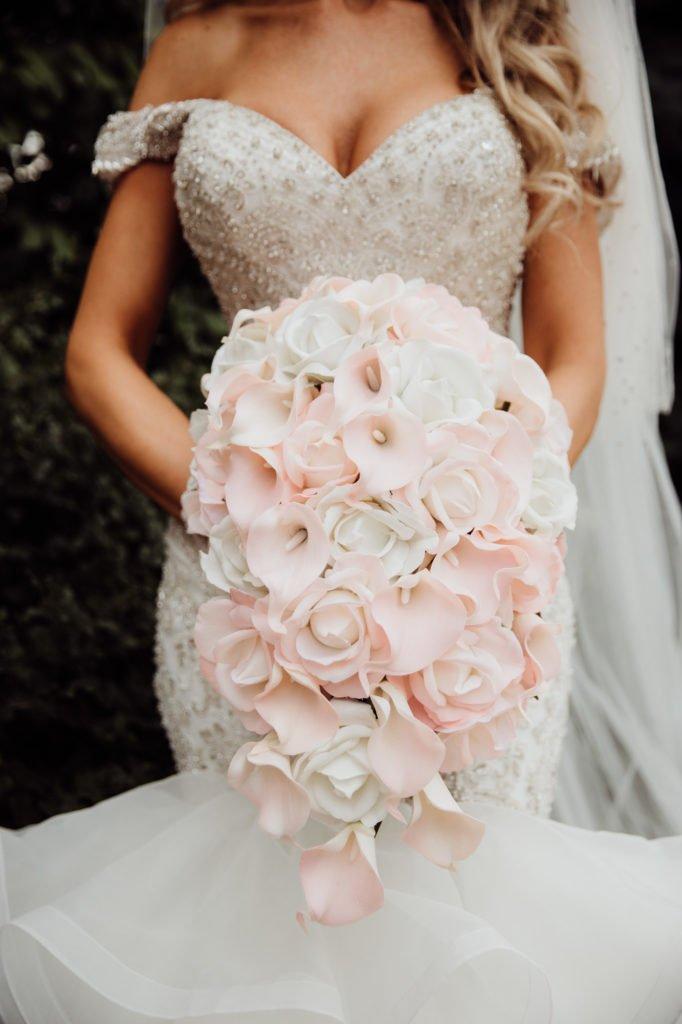 brides details wedding dress wedding bouquet mermaid dress